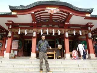 本殿の前で参拝記念撮影