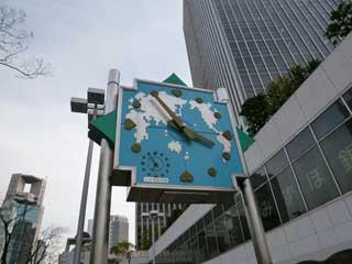 第4ビル前の大きな時計