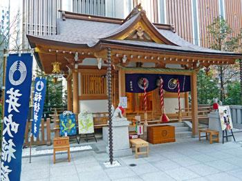 宝くじのご利益が有りそうな雰囲気の拝殿