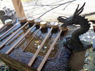 龍の蛇口の手洗い場