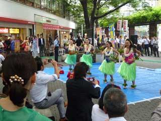 発売初日イベントのフラダンス