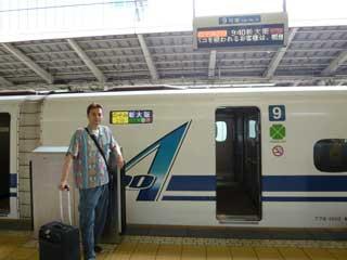 東京駅から新幹線で名古屋に向かいます