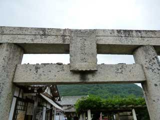 鳥居には寶當神社と彫られています