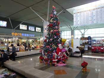 山口宇部空港の立派なクリスマスツリー