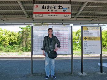 大曽根駅のホームで記念撮影