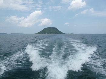 帰りの海上から見た高島